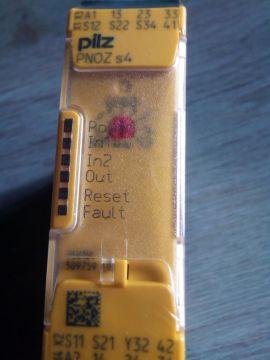 Relay an toàn PNOZ S4 Pilz Việt Nam